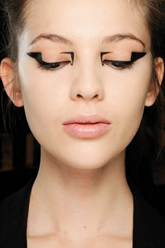 Are You Bold Enough To Try These 15 Statement Eye Makeup Looks? 1