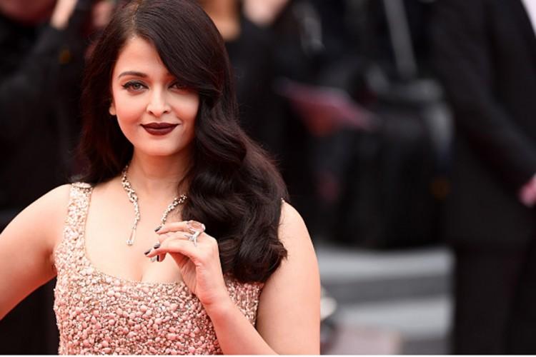 Aishwarya Rai Bachchan Cannes 2016 Ellie Saab Golden Pastel Gown | Aishwarya Rai Bachchan Wine Lipstick