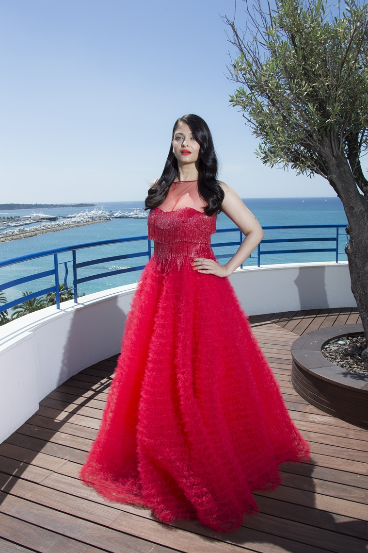 Aishwarya Rai Bachchan Cannes 2016 | Aishwarya Rai Bachchan Naeem Khan Gown Cannes 2016 | Aishwarya Rai Bachchan Red Gown Cannes 2016