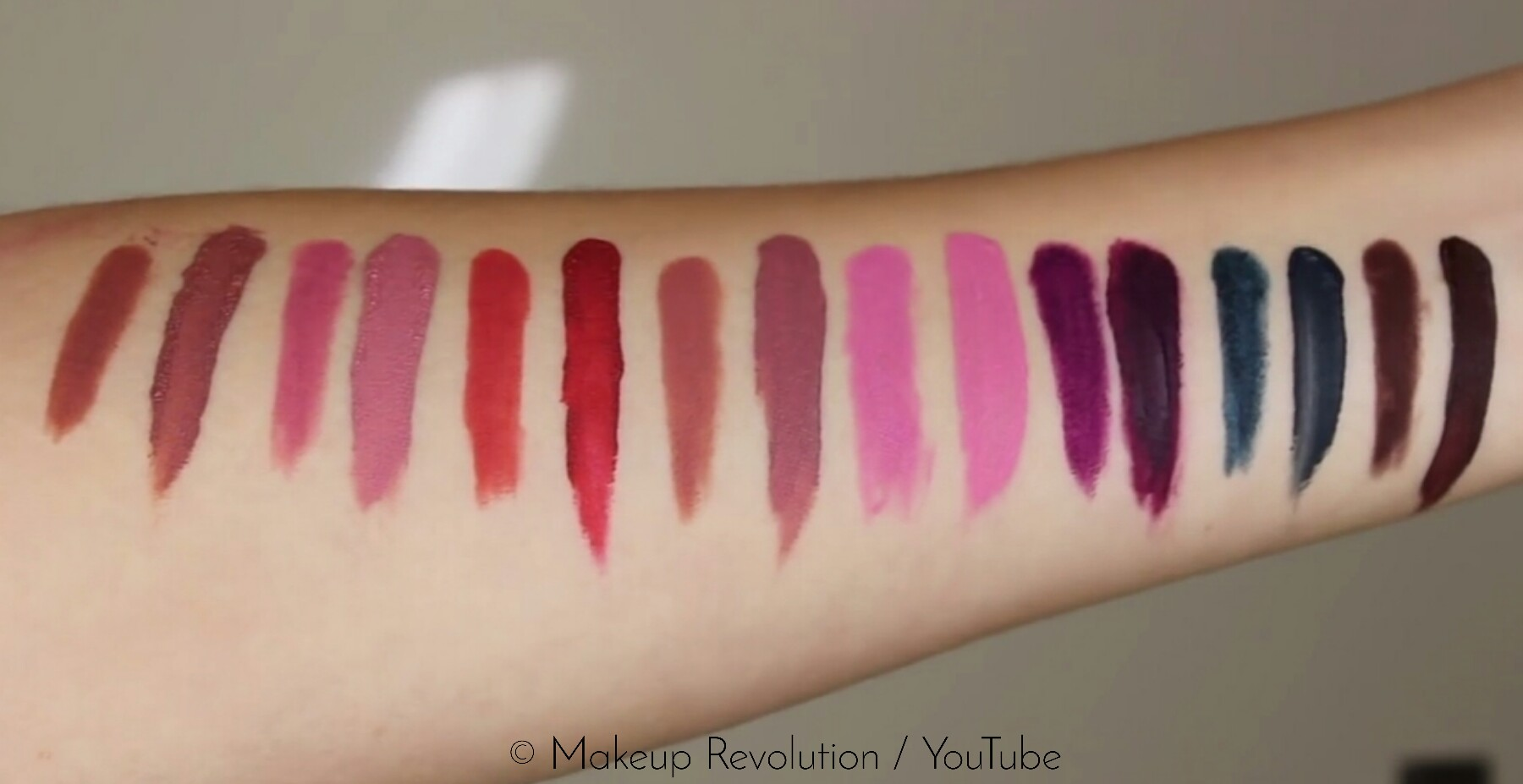 Makeup Revolution Retro Luxe Kits Matte Swatches
