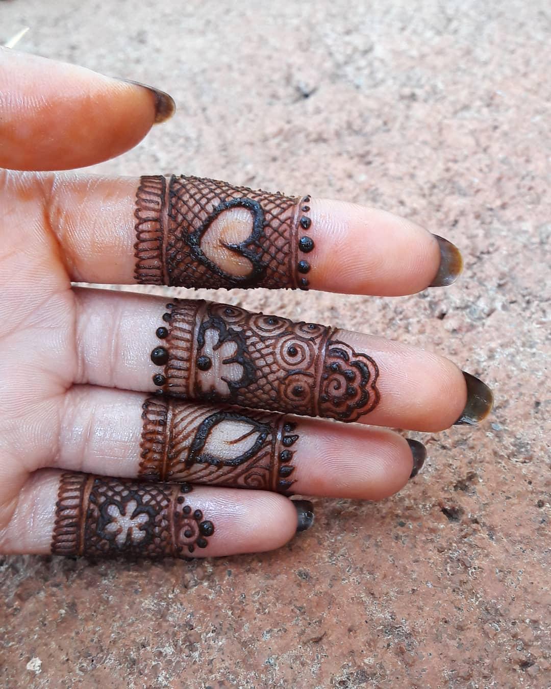 Adorable New Rakshabandhan Mehndi Designs For 2018 | Simple & Easy Rakshabandhan Mehndi Design To Try This Year | Simple Mehndi Designs For Beginners | Latest Rakhi Mehandi Designs | Elegant Mehndi Designs | Fingers Mehndi Minimal