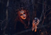 15 Best Halloween Makeup Ideas For 2018, Top Latest Halloween Makeup Looks 2018, Creepy Halloween Makeup Photos, Inspirations For Halloween