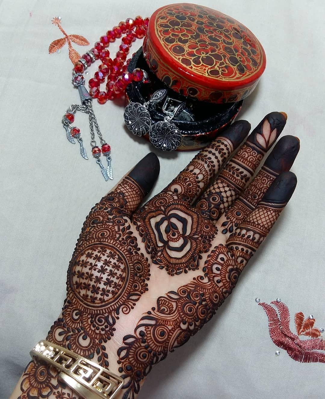 Karwa Chauth Mehndi Designs Photos & Inspirations: Latest Mehndi Designs For Karwa Chauth 2018 2