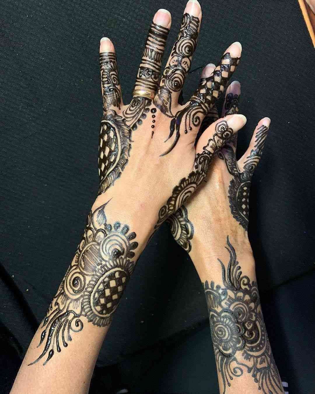 black mehndi designs for hands