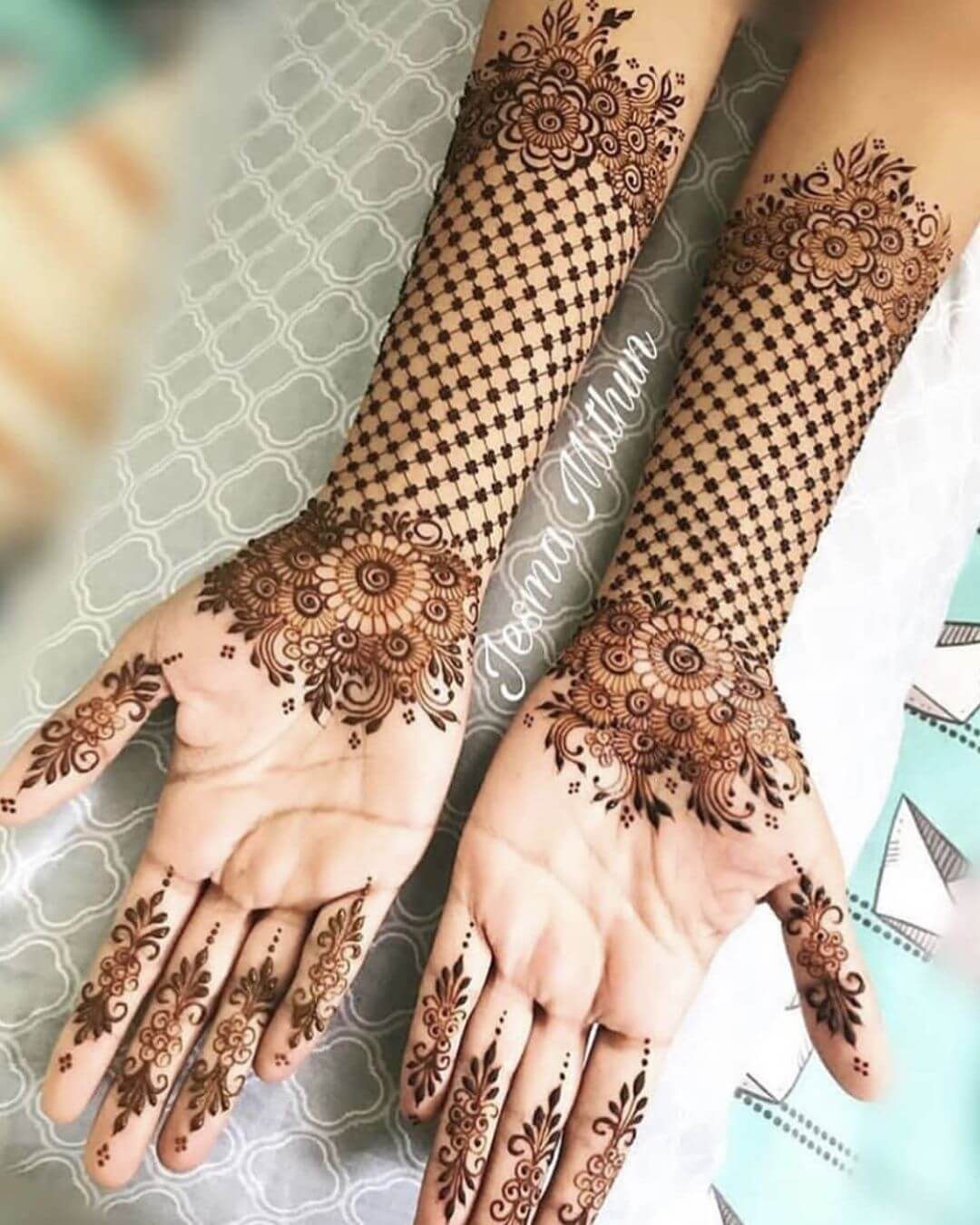 minimal mehndi design for bride