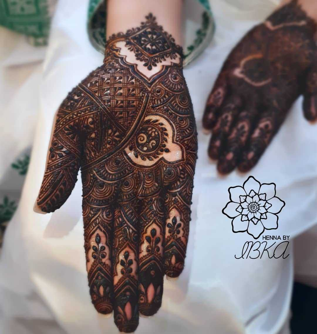 Intricate mehndi for both hands