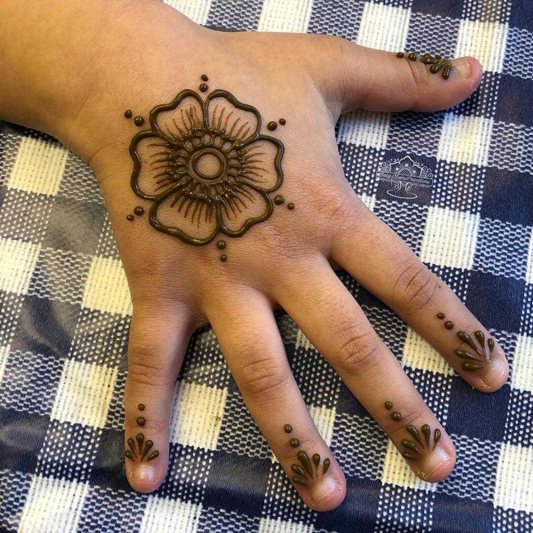 Floral Mehndi Design For Little Girls