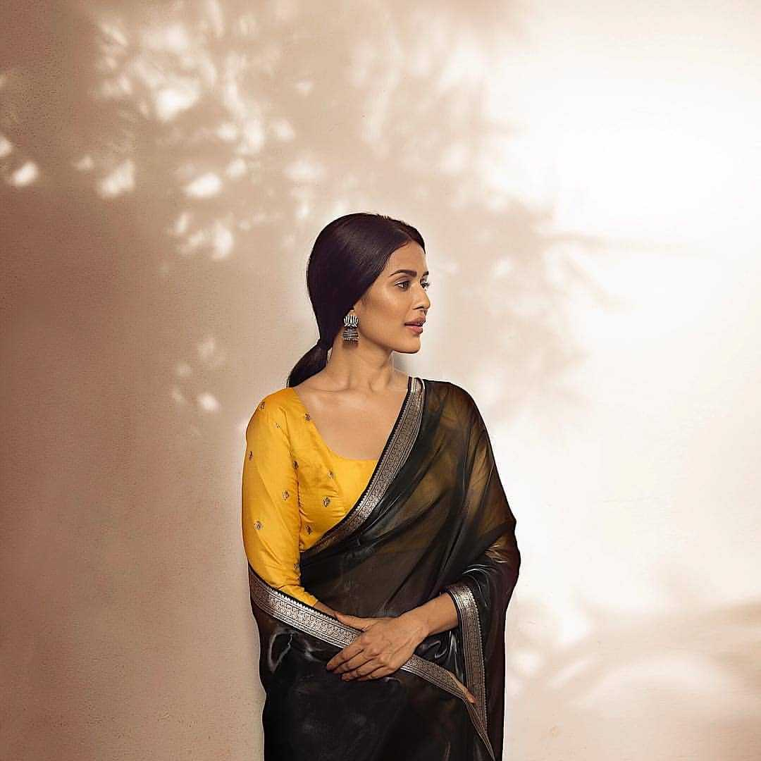 Colour Contrasting Blouse - Blouse Deisgns For Silk Sarees