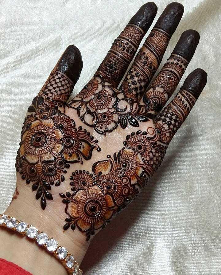 Full Palm Eid Mehndi Design