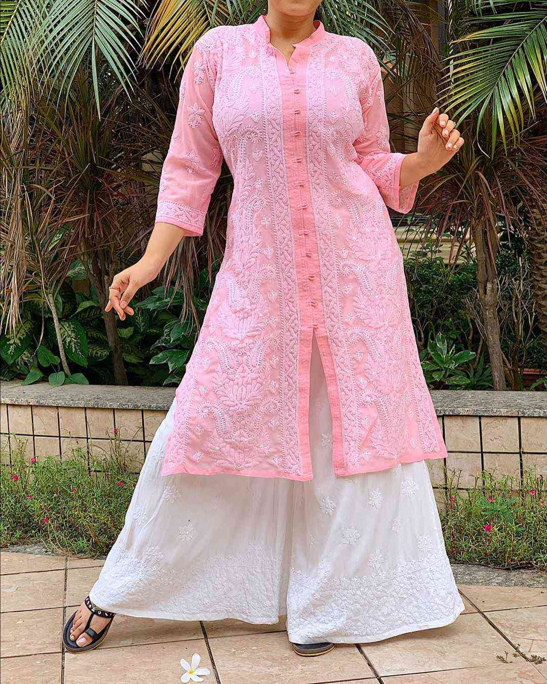 Top 9 Dussehra Outfits Inspirations That Are Trending in 2019 - chikankari kurta