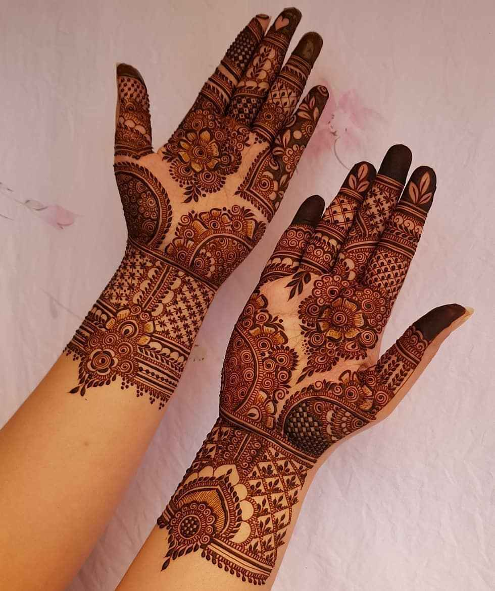 Thin & Intricately Drawn Mehndi Designs