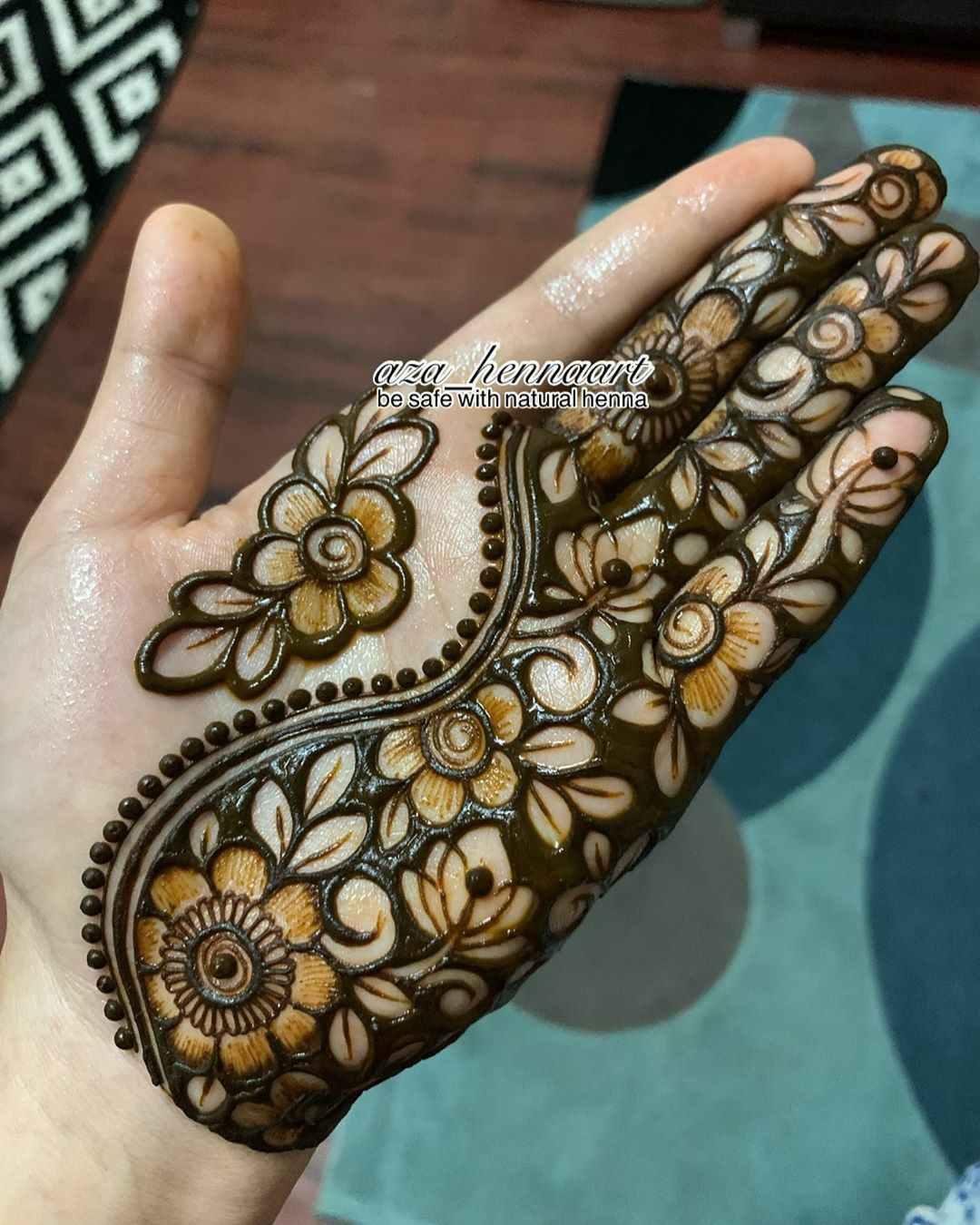 Inverse Mehndi Design For Eid
