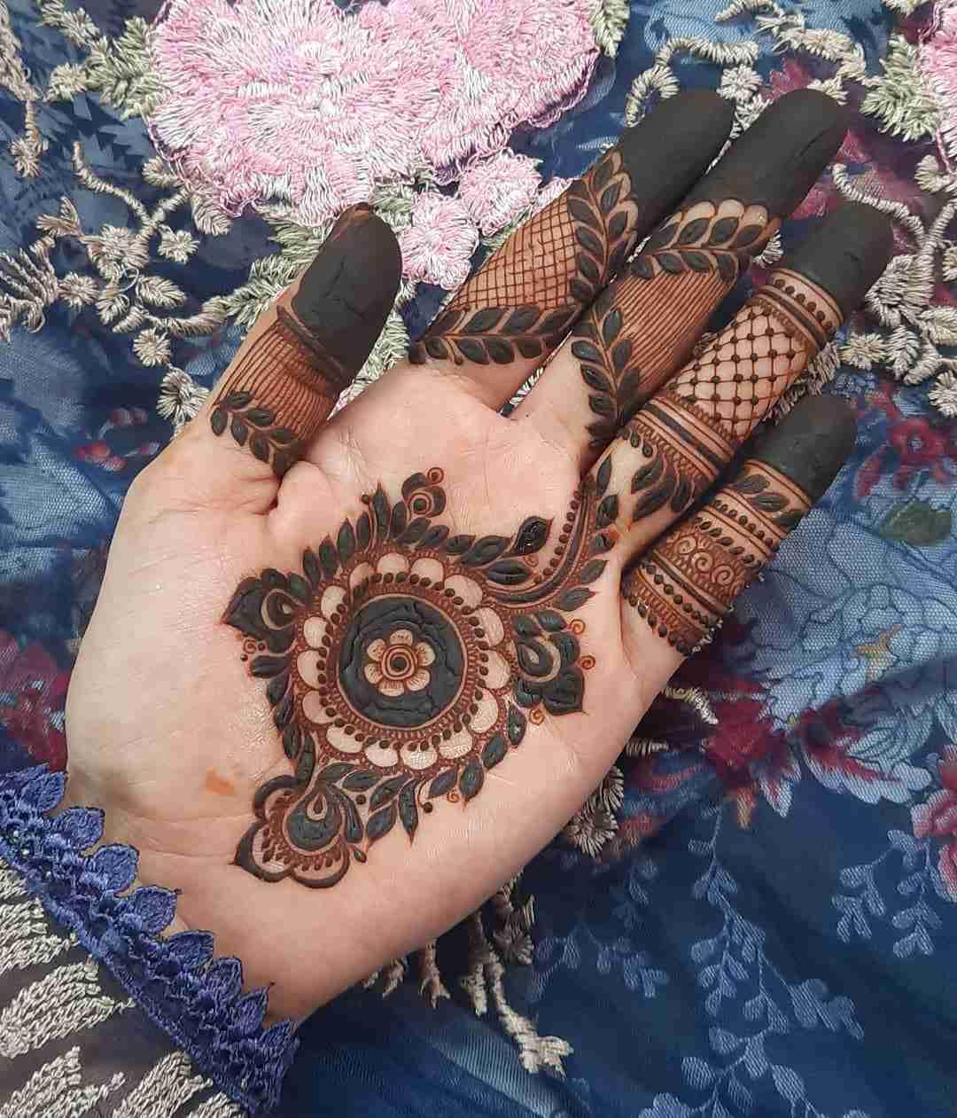 Unique Round Palm Mehndi Design