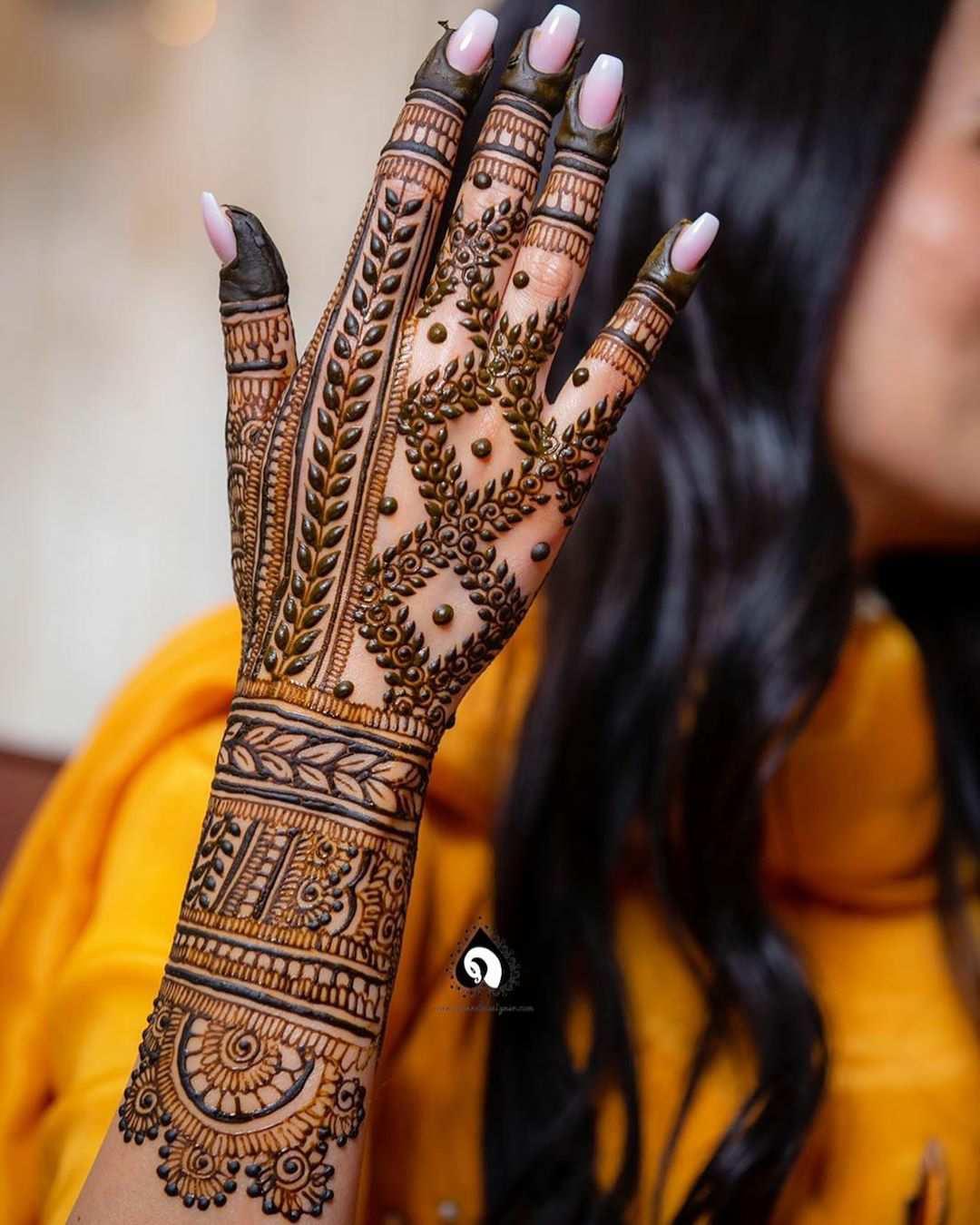 Grids & Leaves Mehndi Design