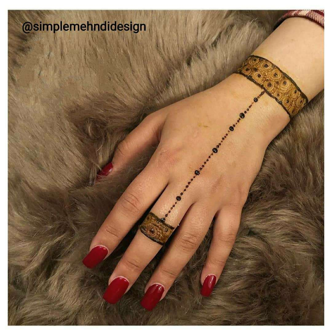 Simple & Chic Mehndi Design