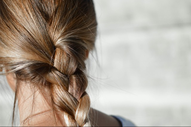 https://www.hairromance.com/2014/01/the-double-knot-ponytail-tutorial.html